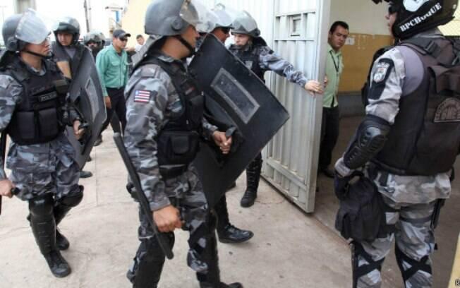Tropa de Choque atua em presídio no Maranhão