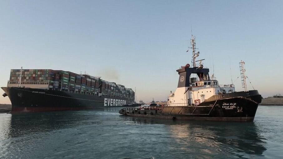 Navio foi reorientado e deve liberar a passagem ainda hoje