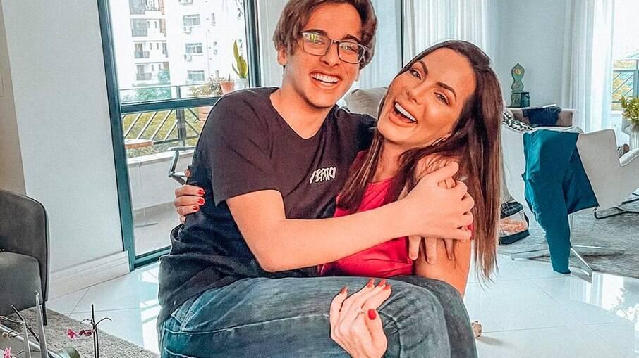 Carla Prata e o filho, Kauê