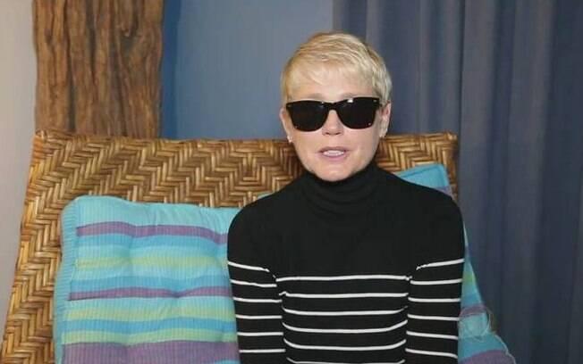 Em vídeo exibido no início do programa, Xuxa pede desculpas pela ausência, dois dias após a morte do irmão