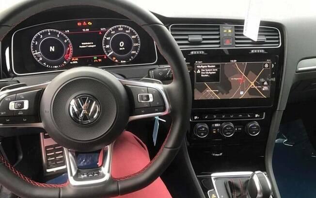 A versão GTI mostra todas as novas tecnologias do Golf, com o painel digital e central multimídia com controle por gestos