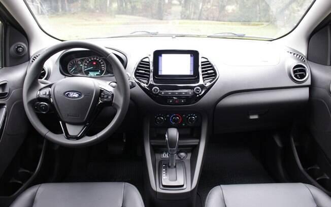 Ford Ka tem boa posição de dirigir e central multimídia com tela sensível ao toque entre os trunfos