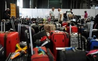 Bolsonaro diz que vai sancionar medida que restabelece bagagem grátis em voos