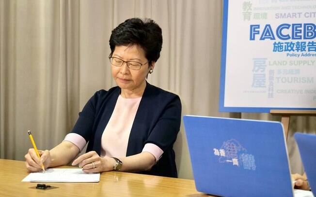 Chefe executiva de Hong Kong tem sido resistente às manifestações