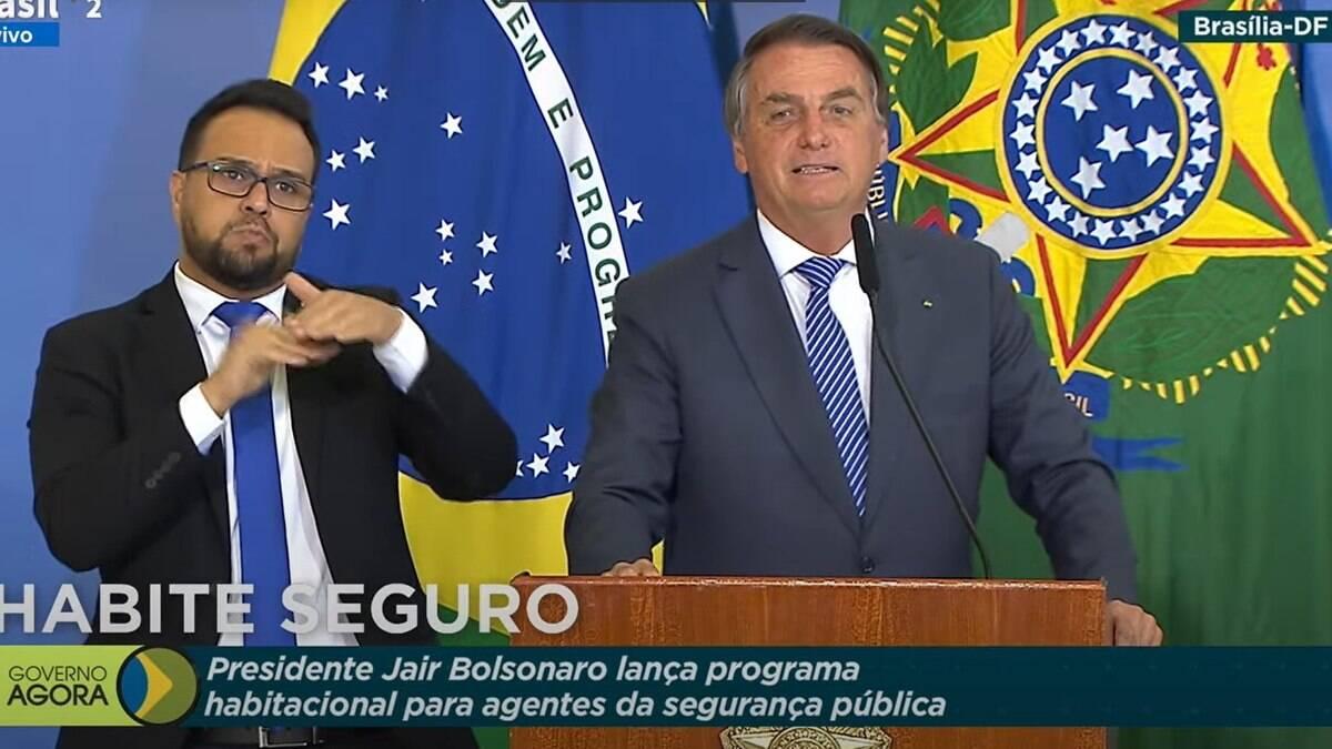 Bolsonaro sugere que policiais paguem R$ 10 a viúvas de colegas mortos