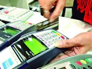 Sem recurso. Consumidor apela para juro alto do cartão de crédito