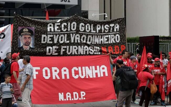Movimentos sociais e centrais sindicais atacam Aécio Neves e Eduardo Cunha. Foto: Newton Menezes/Futura Press - 3.10.15