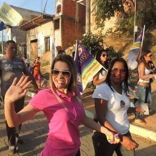 Na foto, Brunny faz campanha pelas ruas do interior de Minas