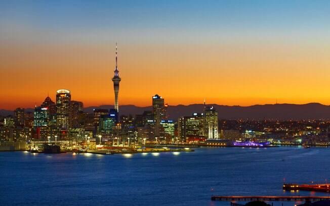Auckland é a maior cidade da Nova Zelândia, cheia de cafés, bares, restaurantes e frutos do mar frescos