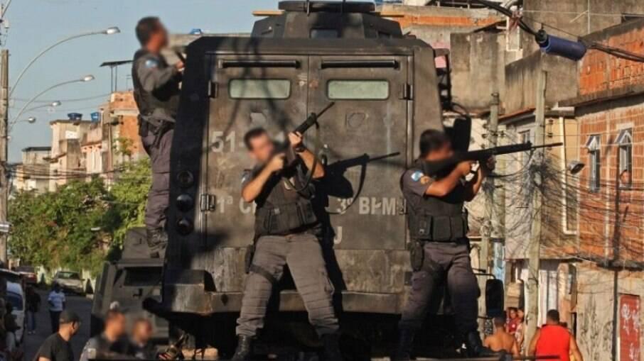 Policiais no bairro do Jacarezinho