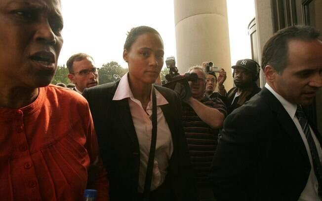 Em 2007, Marion Jones admitiu uso de esteroide e mentira para o FBI