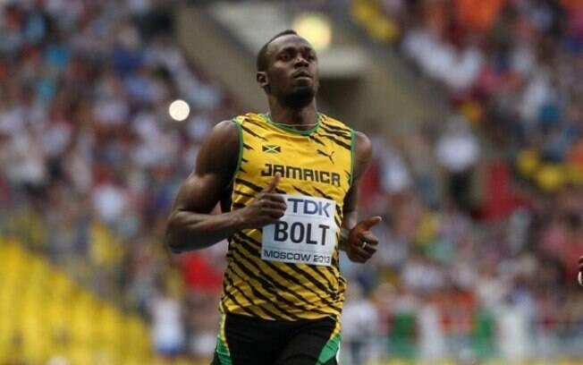 O jamaicano Usain Bolt vence com facilidade a  série eliminatória dos 100 m rasos do Mundial de  Moscou