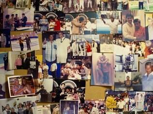 Parede da sala é um túnel do tempo, com fotos de apresentadores e artistas