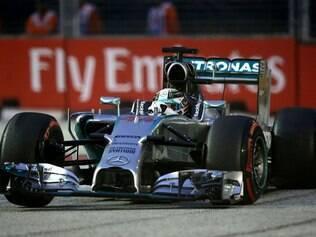 Hamilton vence em Cingapura