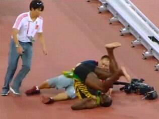 Bolt é tetracampeão, mas é atropelado