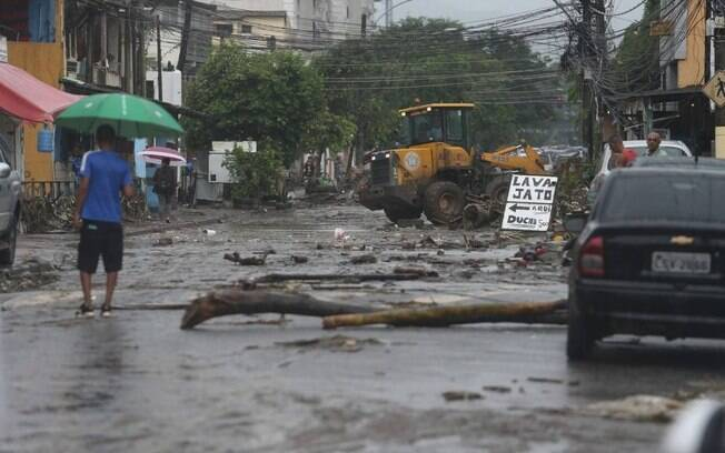 Chuvas fortes causam estragos para moradores do Rio