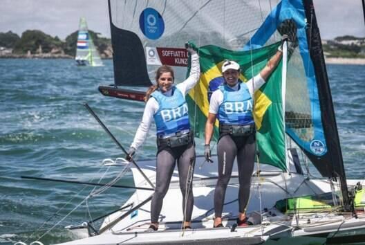 Imbatíveis! Martine e Kahena faturam ouro e selam bicampeonato olímpico na vela