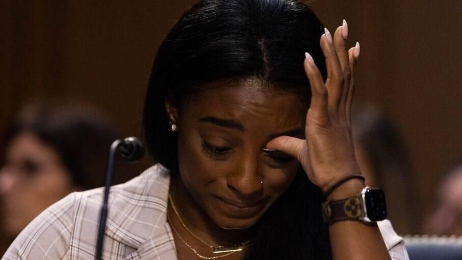 No Senado, Simone Biles chora em testemunho sobre denúncias de assédio e cita erros do FBI