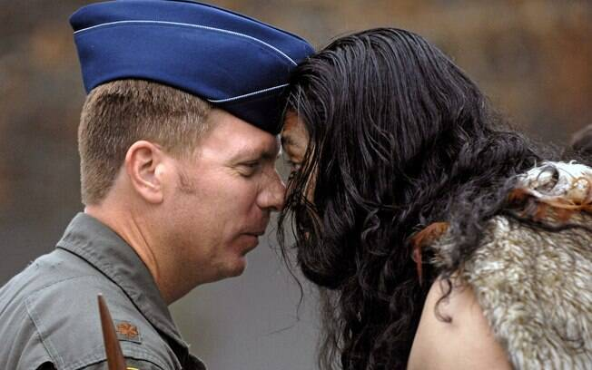 A saudação hongi, do povo maori, está proibida na Nova Zelândia
