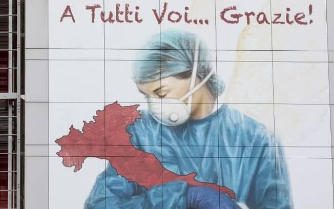 Um mural dedicado a todos os trabalhadores da saúde italianos: