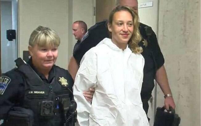Taheerah Ahmad, 39, foi presa depois de esfaquear a filha de 11 anos e incendiar a casa onde moravam nos EUA
