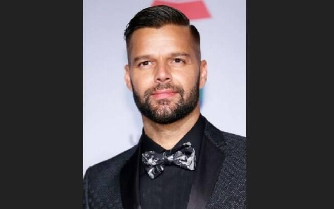 'Tenho orgulho de dizer que sou um homem feliz e homossexual. Sou muito abençoado por ser quem eu sou', disse o cantor Ricky Martin. Foto: Reprodução/Guff.com