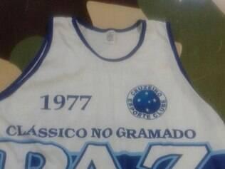 Torcidas de Cruzeiro e Atlético usarão camisas com pedido de paz no clássico