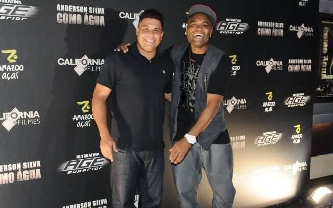 O ex jogador Ronaldo Nazário e Aderson Silva: pré-estreia do documentário do campeão do FC