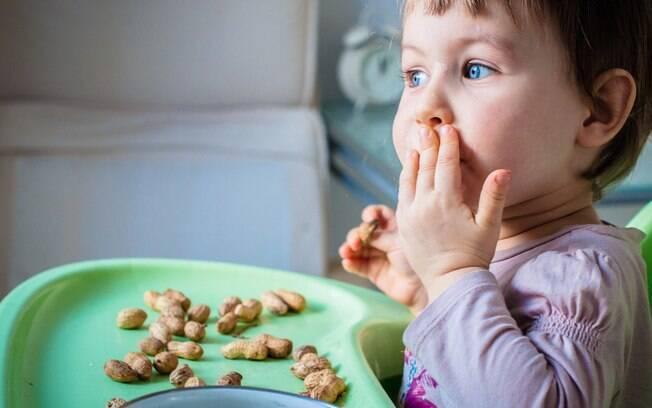 Maior problema da alergia ao amendoim é que quando é grave pode gerar dificuldade para respirar e até risco de morte