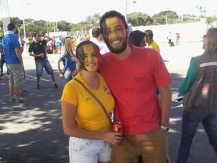 Casal de brasileiros escolheu a Bélgica:ele, pelo futebol, ela, porque só achou a tinta nas cores da seleção européia