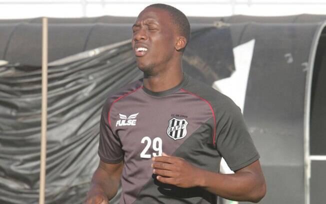 Peruano Luis Advíncula já foi jogador da Ponte Preta e atualmente está no México