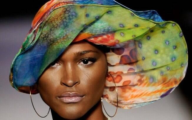 É fashion! Turbante na passarela: quando a moda, a cultura e a religião se misturam
