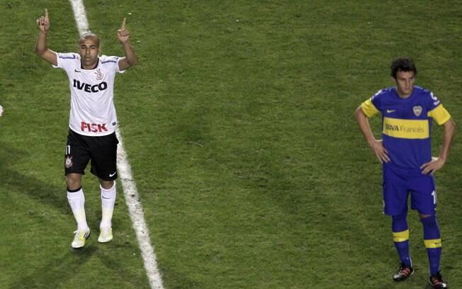 Emerson celebra seu primeiro gol do  Corinthians na final contra o Boca