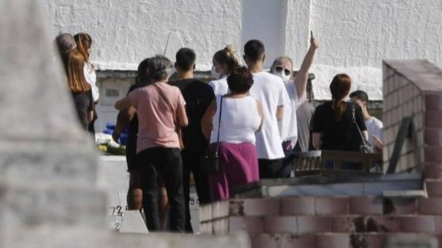 Enterro do corpo de Fernando José Fernandes da Costa e Silva, avô materno de Henry Sobel, vítima de Covid-19
