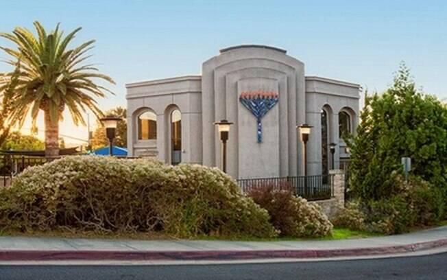 Homem armado entra em sinagoga na Califórnia. nos Estados Unidos, e deixa ao menos quatro feridos após tiroteio