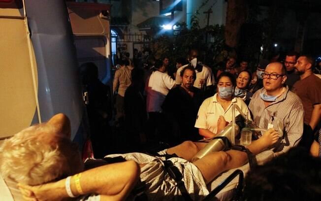 Ao todo, 77 pessoas seguem internadas: 57 pacientes e 20 parentes destas pessoas