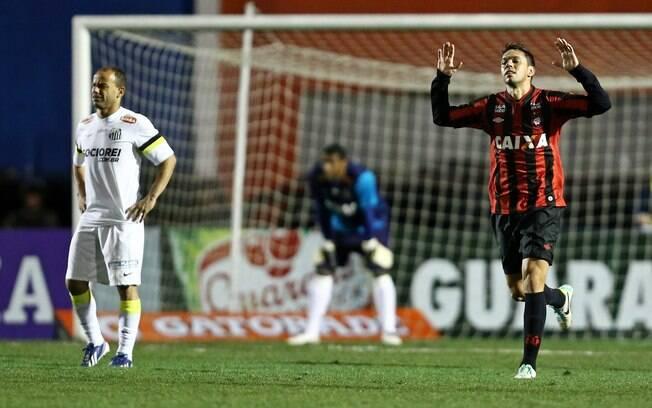 Marco Antonio comemora seu gol 266d8ec7d4b5a