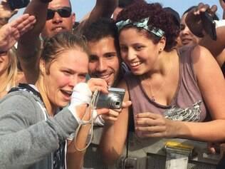 Ronda Rousey faz festa de fãs no Rio