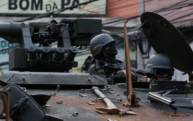 Militares fazem operação na favela da Rocinha após guerra entre quadrilhas rivais de traficantes pelo controle da área