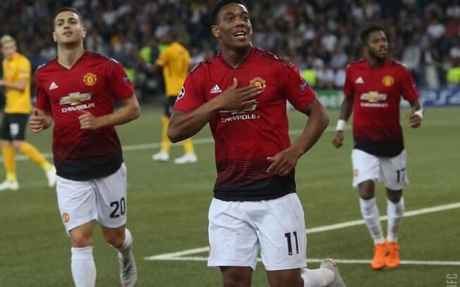 Martial comemora o terceiro gol do Manchester United sobre o Young Boys (os outros dois foram marcados por Pogba); equipes estão no grupo da Juventus