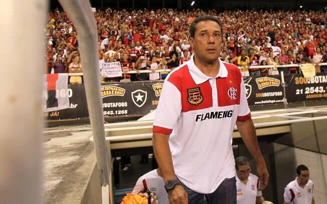 Luxemburgo vai ao campo para comandar o time  contra o Potosí, já 'fritado'