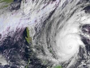 Imagens de satélite mostram o super tufão Hagupit, que já era esperado para atingir as Filipinas desde a véspera