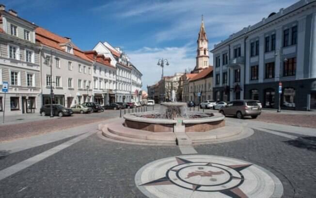 Lituânia disse que cafés e restaurantes com mesas ao ar livre podem reabrir esta semana