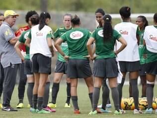Seleção feminina está em total concentração para primeiro jogo no Equador