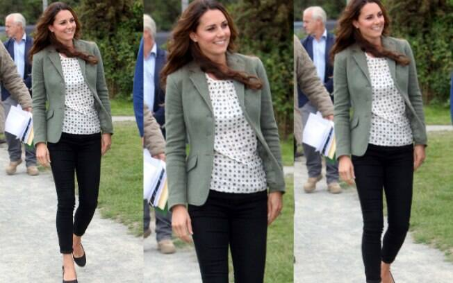 Nesta sexta-feira (30), Kate Middleton fez a primeira aparição oficial após dar à luz príncipe George