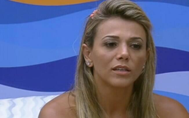Fabiana conversa com Laisa a respeito de Fael