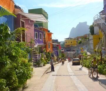 Após 4 anos, favela aguarda  1/4 das obras