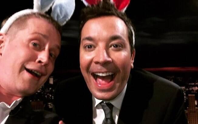 Foto de Macaulay Culkin com Jimmy Fallon marcou o retorno do ator às redes sociais