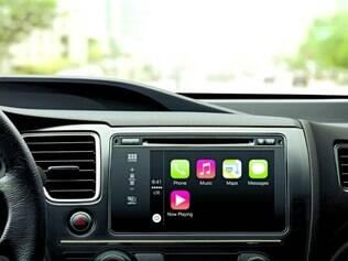 Integrado. Sistema poderá ser acionado apertando e segurando o botão no volante, para comando de voz, ou com um toque no painel