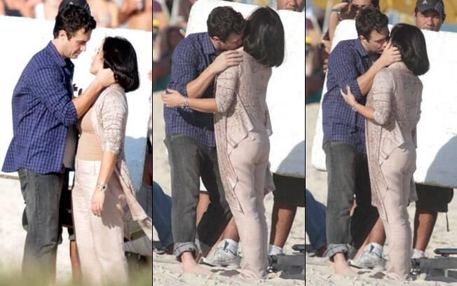 Léo e Norma namoram na praia